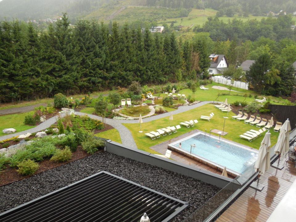 Schöne Aussicht Auf Den Garten Mit Pool Falkensteiner Hotel Schladming