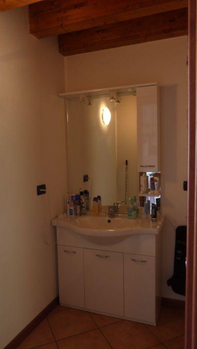 Der Raum mit Wachbecken Appartements Residence Mirena