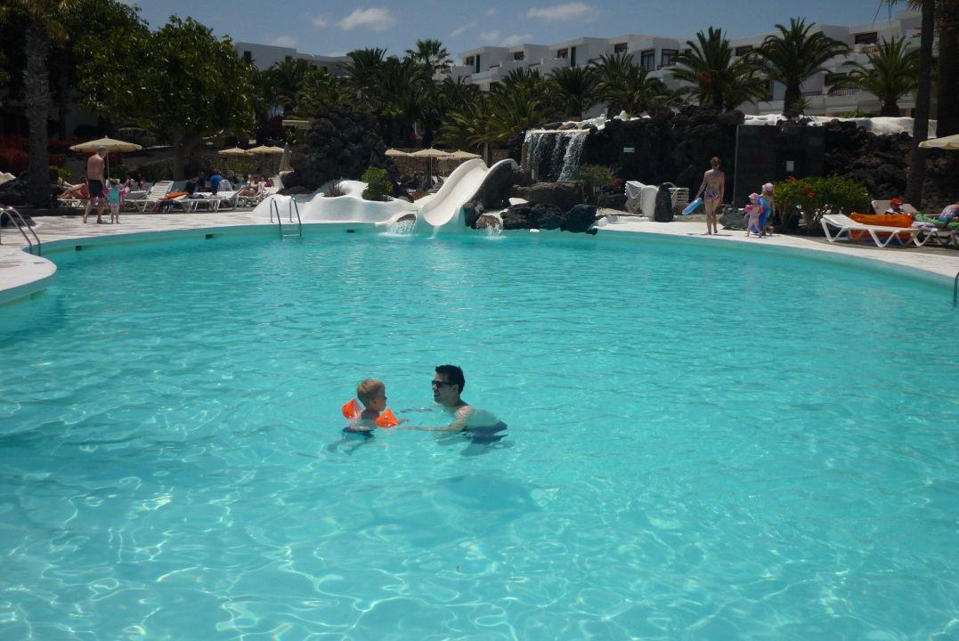 Pool mit rutsche hotel h10 suites lanzarote gardens costa teguise holidaycheck lanzarote - Pool mit rutsche ...