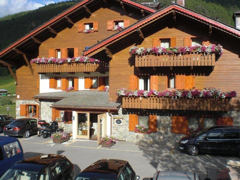 Frontansicht von der Straßenseite Hotel Paradiso