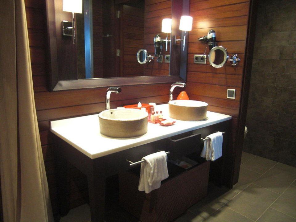 Schönes Bad, aber ein wenig zu dunkel Salobre Hotel Resort & Serenity