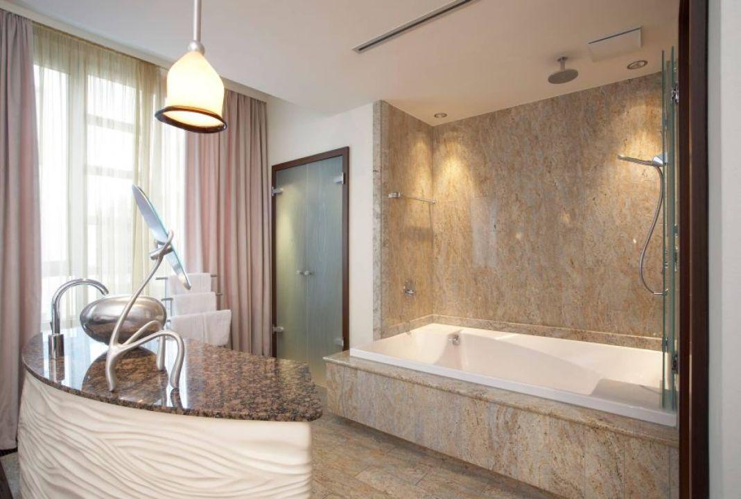 """bild """"badezimmer"""" zu east hotel in hamburg"""