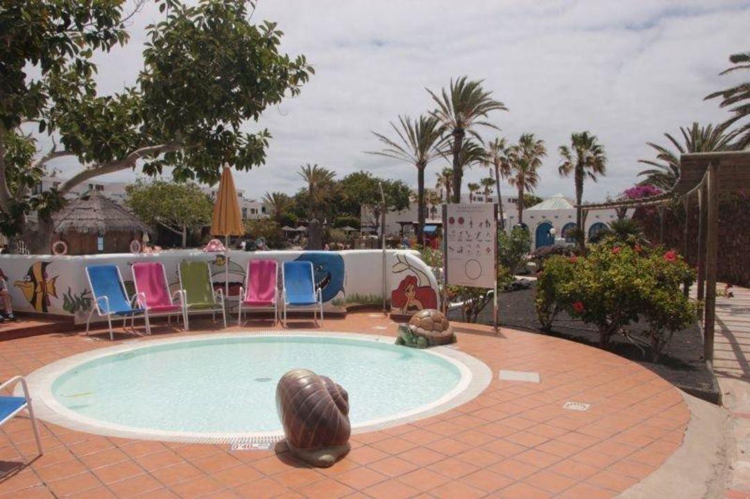 Der baby pool hotel h10 suites lanzarote gardens in for Baby garden pool