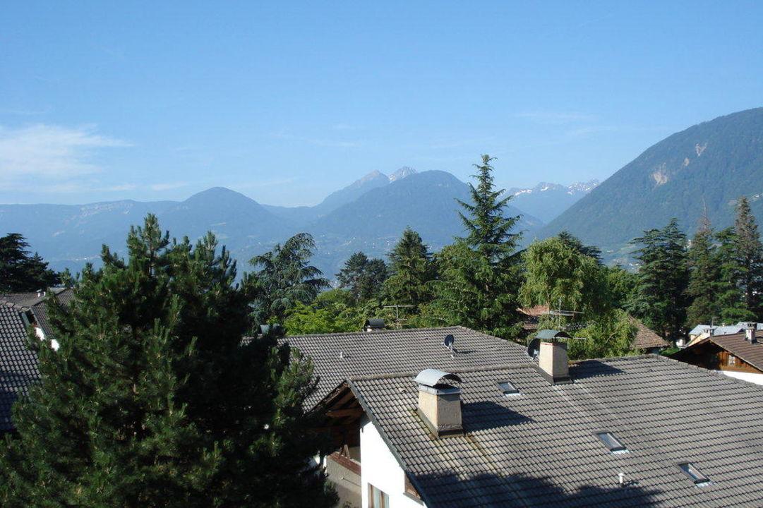 Blick vom Balkon nach links Hotel Sonnenburg