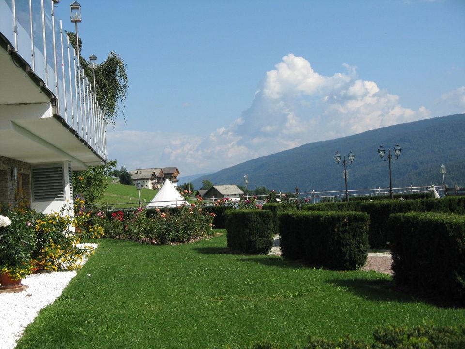 Liebevoll gepflegte gartenanlage mit pool hotel - Gartenanlage mit pool ...