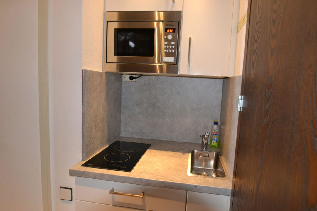 hochwertige pantryk che apartment fjordblick gl cksburg. Black Bedroom Furniture Sets. Home Design Ideas
