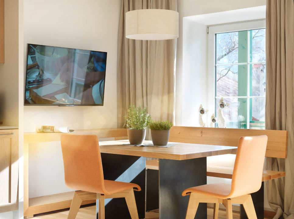 Apartment Gassenschlager, Dining Table\