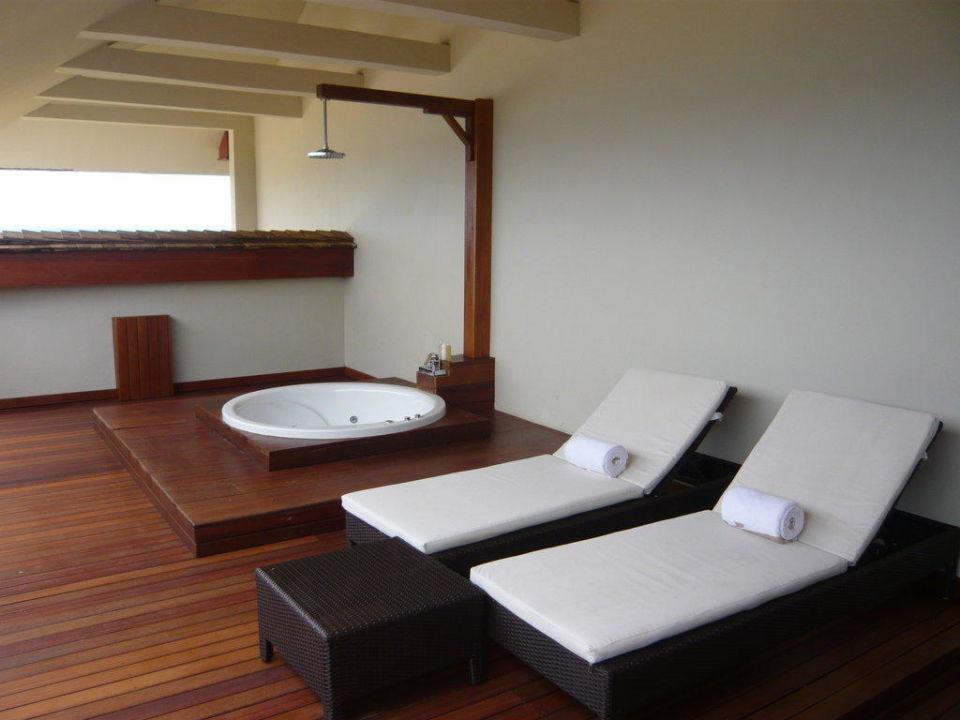 terrasse mit whirlpool intercontinental mauritius resort. Black Bedroom Furniture Sets. Home Design Ideas