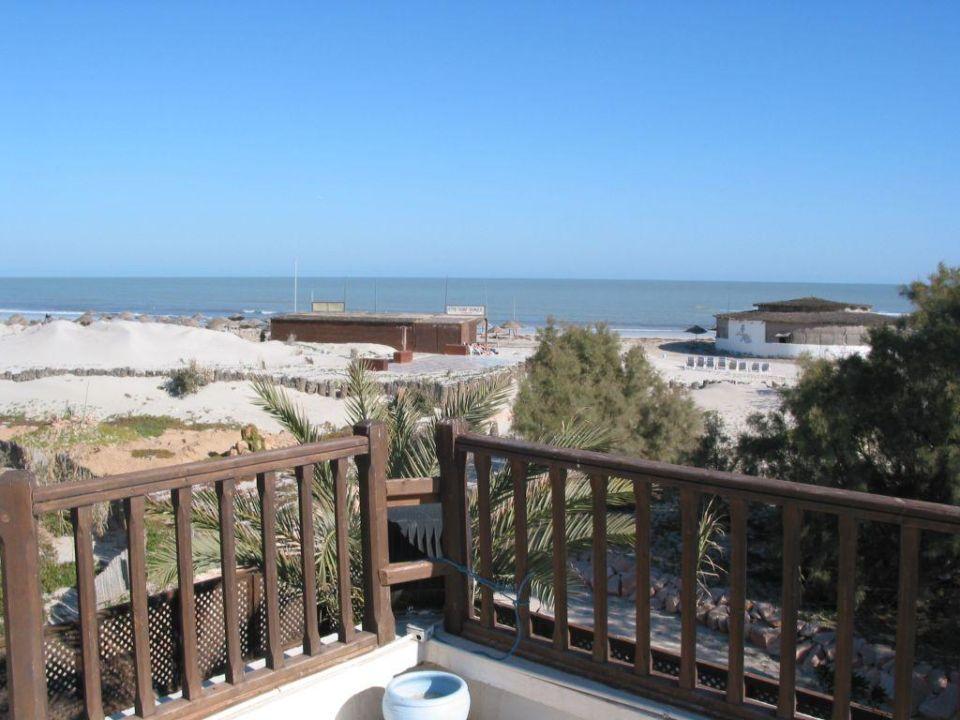 Blick auf den Strand und auf's Meer Hotel Meninx