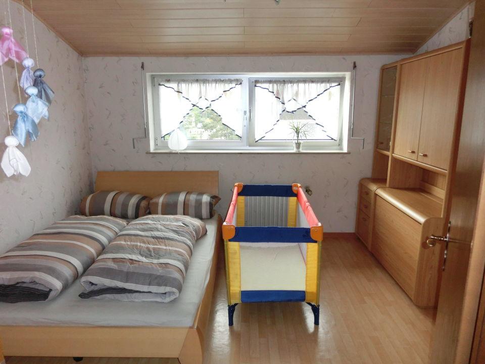 Schlafzimmer 2 Ferienwohnung Keller
