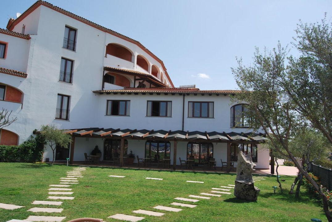 Haupthaus mit Restaurant und Bar Alessandro Hotel