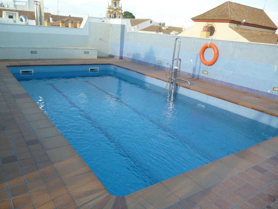 Cold, uninviting pool Hotel San Gil