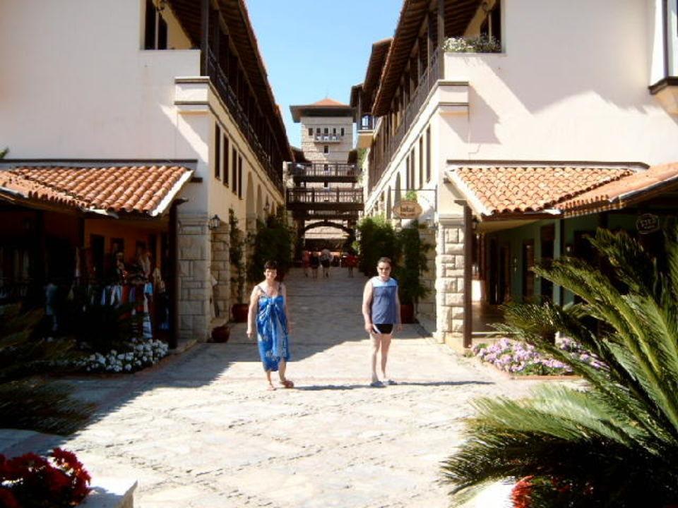 Blick zur Einkaufsstraße Paloma Grida Resort & Spa Hotel