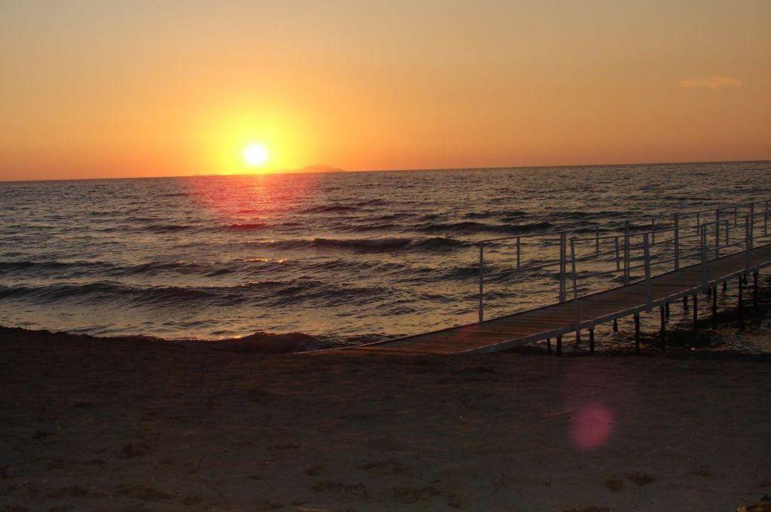 Auch Auf Korfu Geht Die Sonne Unter Ibiscus Corfu Roda