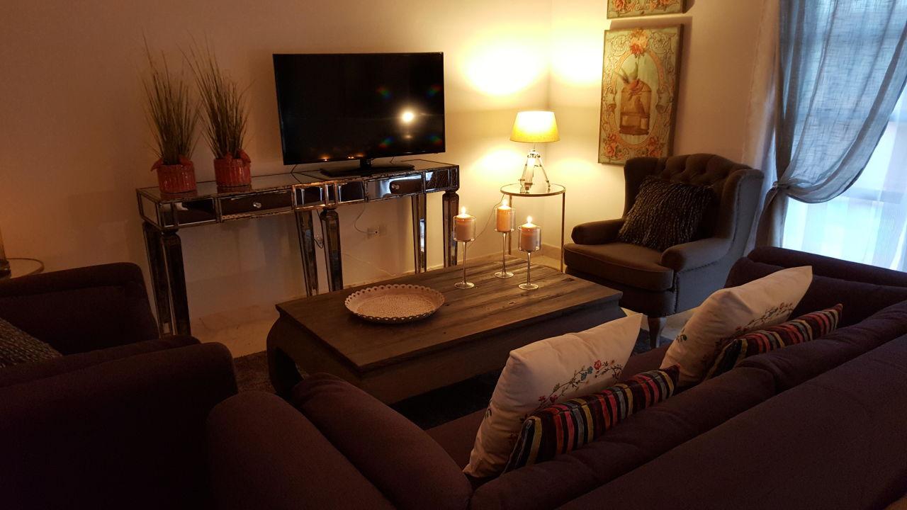 Living Room - Salon Comedor\