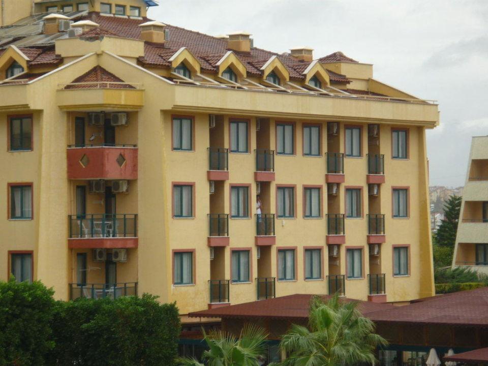 Teil eines der vier Gebäude Hotel Grand Seker