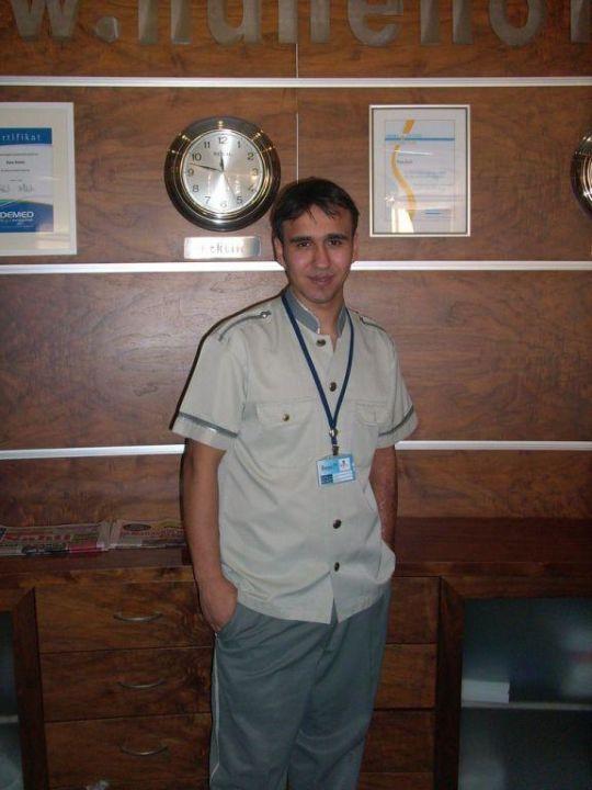 Faruk von der Rezeption Hane Hotel