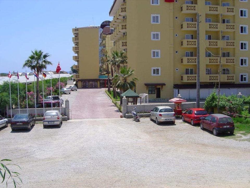 Blick von der Hauptstraße Hotel Titan Garden