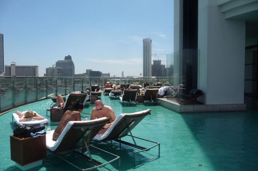 Pool auf dem Dach Millennium Hilton Bangkok