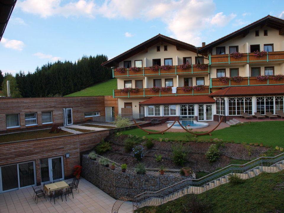 blick vom balkon hotel lindenwirt drachselsried holidaycheck bayern deutschland. Black Bedroom Furniture Sets. Home Design Ideas