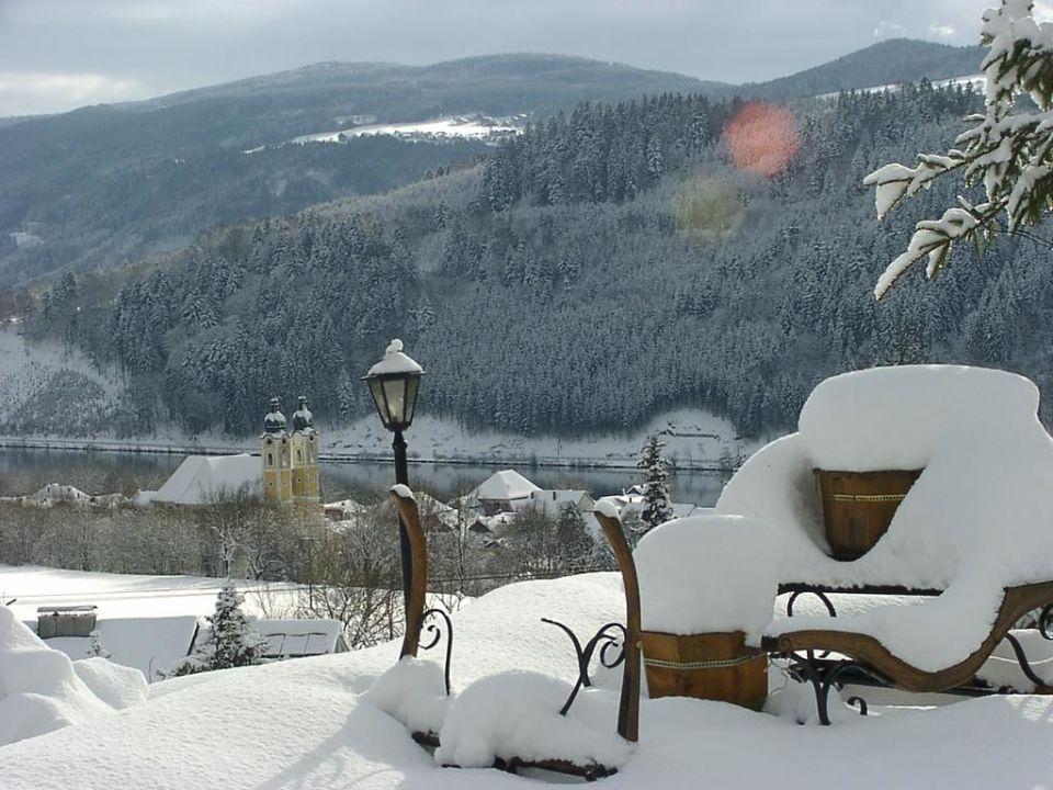 Winterblick ins verschneite Donautal Panoramahotel Fohlenhof