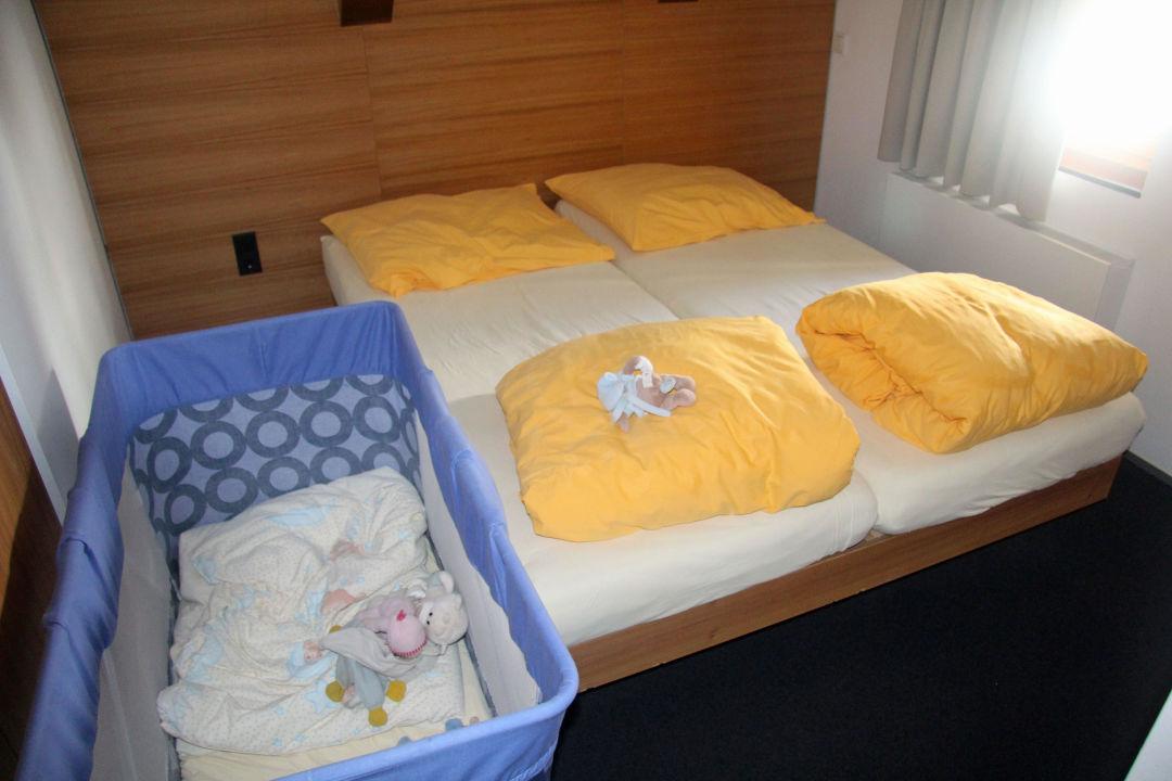 Schlafzimmer / Kinderzimmer\