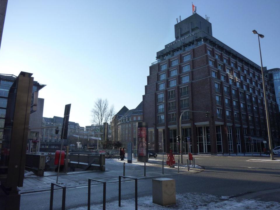 S Bahn Station Gleich Neben Hotel Steigenberger Hotel Hamburg