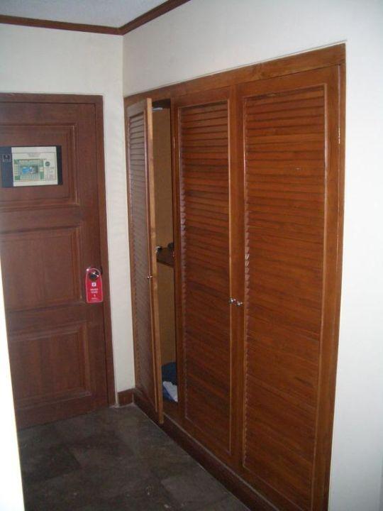 Eingangsbereich mit Kleiderschrank Puri Santrian
