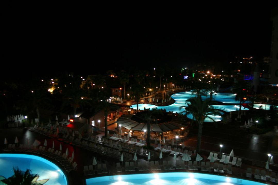 Pool im Hotel Kirman Leodikya Resort