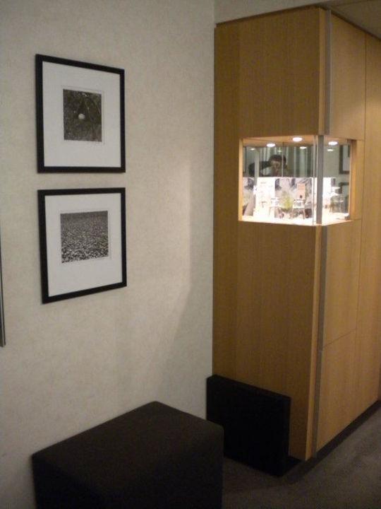 Blick auf den Kühlschrank und die Minibar Hotel Novotel Karlsruhe City