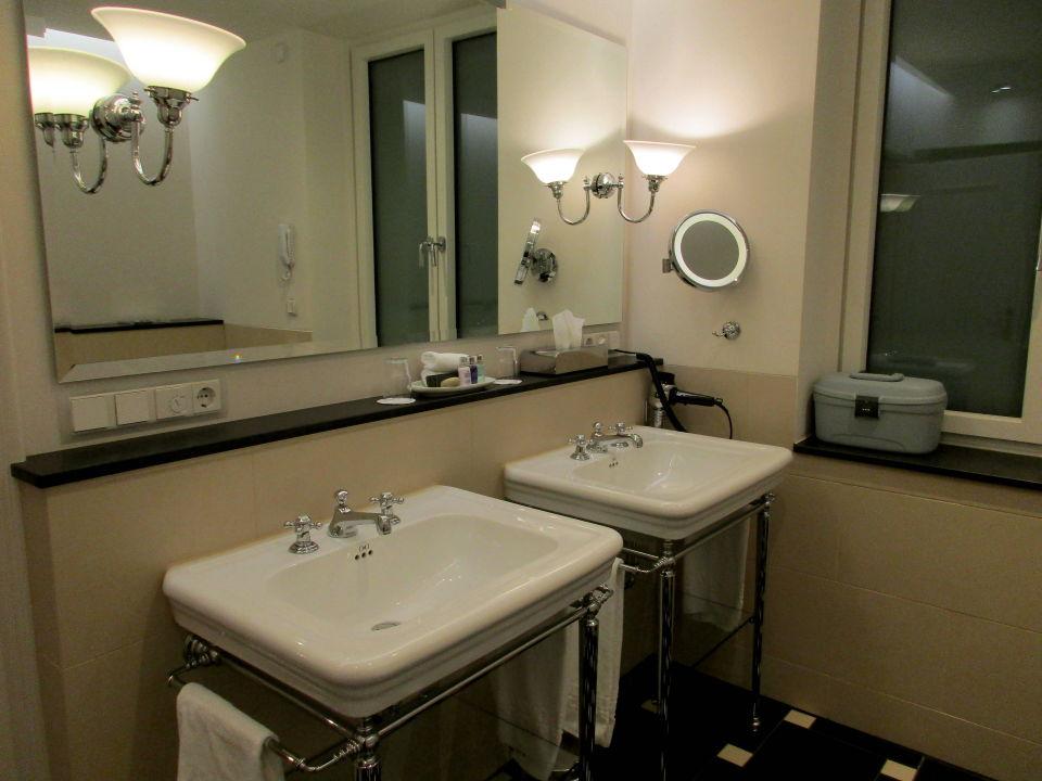 Schickes Badezimmer  Grandhotel Hessischer Hof