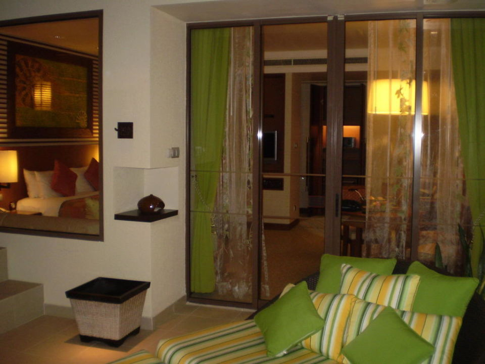 Blick vom Balkon ins Zimmer  Hotel Shangri-La Rasa Ria Resort