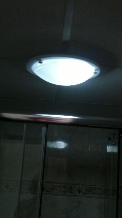 Badezimmerlampe viel zu dunkel\