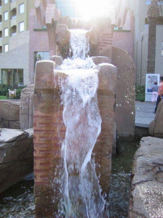 Brunnen vor dem Eingangsbreich Hotel Silence Beach Resort