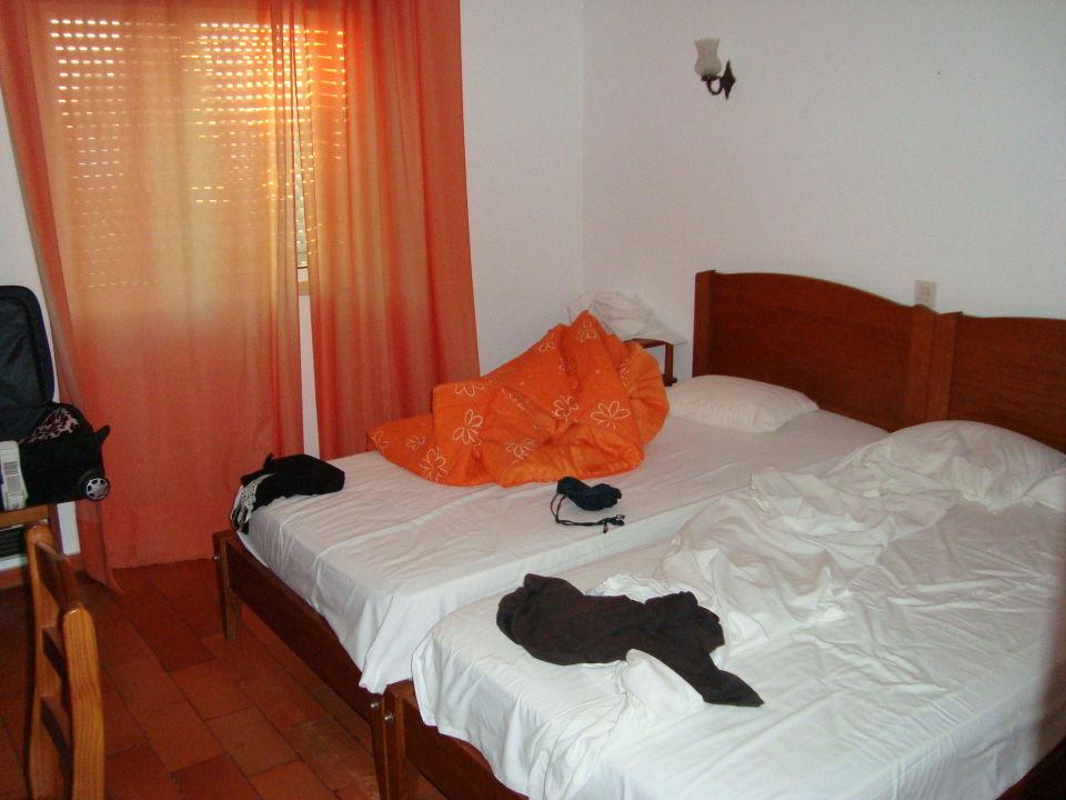 die matratzen haben die besten tagen hinter sich hotel vila senhora da rocha alporchinhos. Black Bedroom Furniture Sets. Home Design Ideas