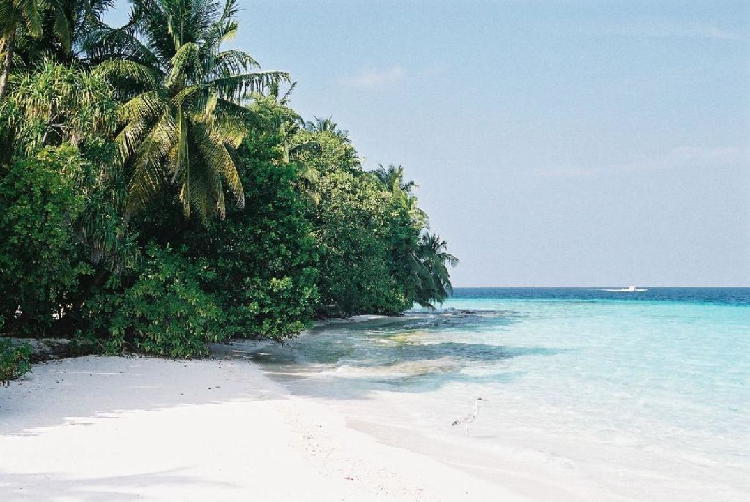 Strand beim Anlegesteg Hotel Fihalhohi Island Resort