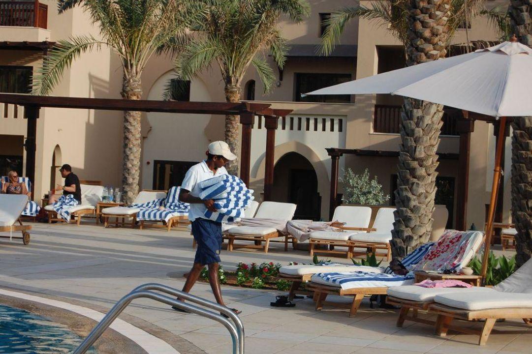 Man muß fast nichts selbst machen Miramar Al Aqah Beach Resort