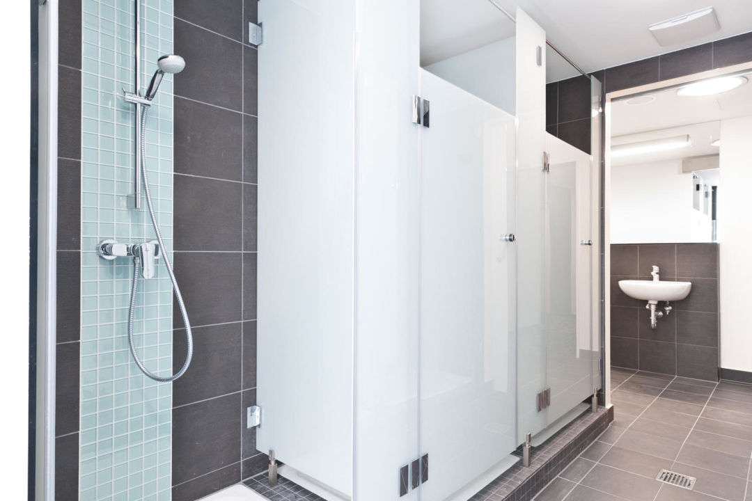 Bild gemeinschaftsbad zu one80 hostels berlin in berlin for D i y bathroom installations