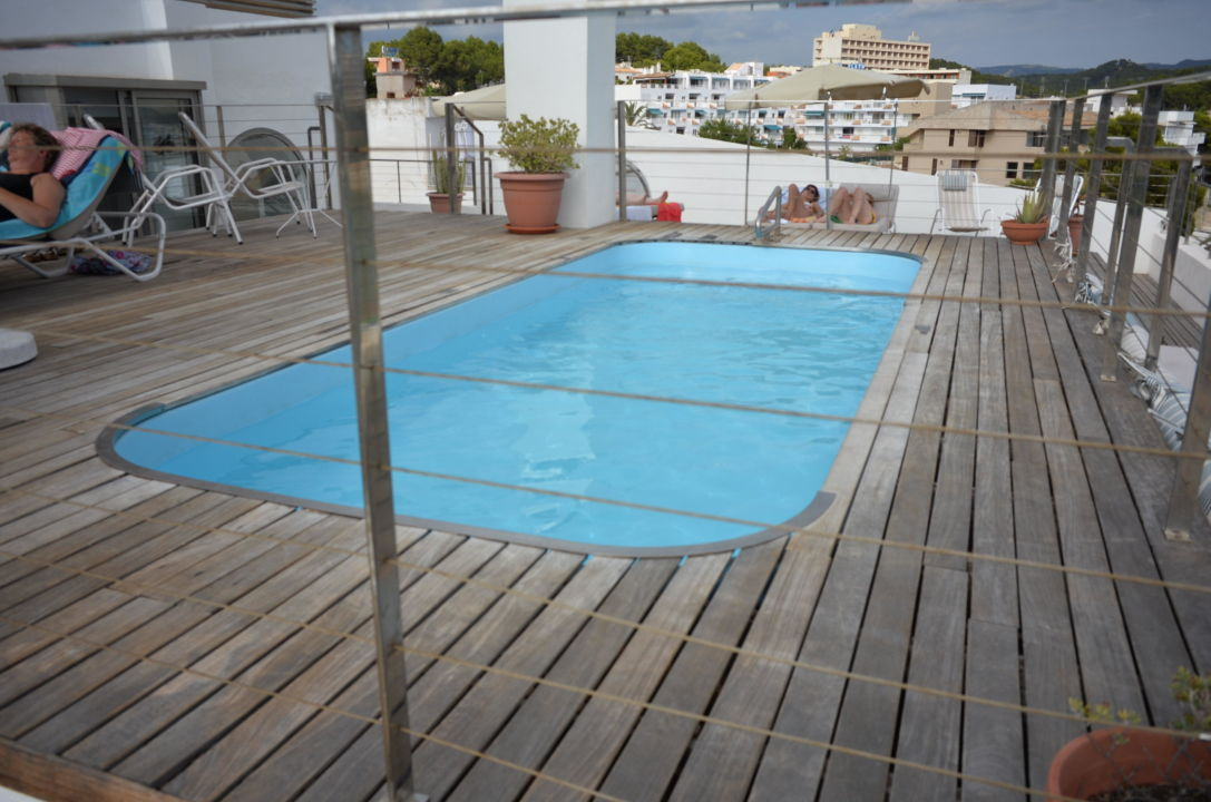 der pool auf dem dach hotel carabela peguera holidaycheck mallorca spanien. Black Bedroom Furniture Sets. Home Design Ideas