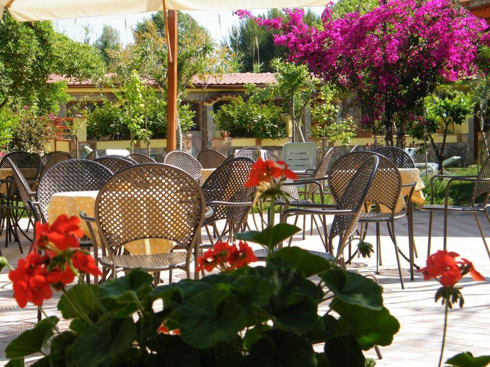 Giardino bar Hotel Villaggio Tabù