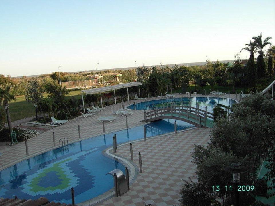 Blick von der Terrasse zum Ruhepool Belek Beach Resort Hotel