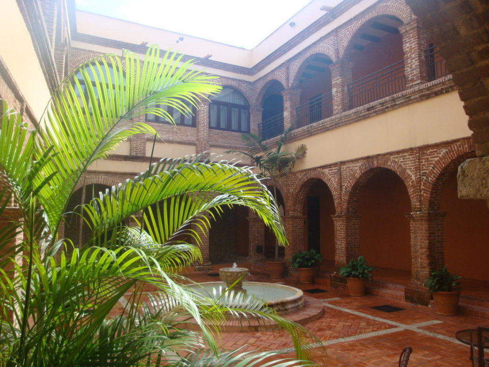 Einer der wunderschönen Innenhöfe Hotel Hodelpa Nicolás de Ovando