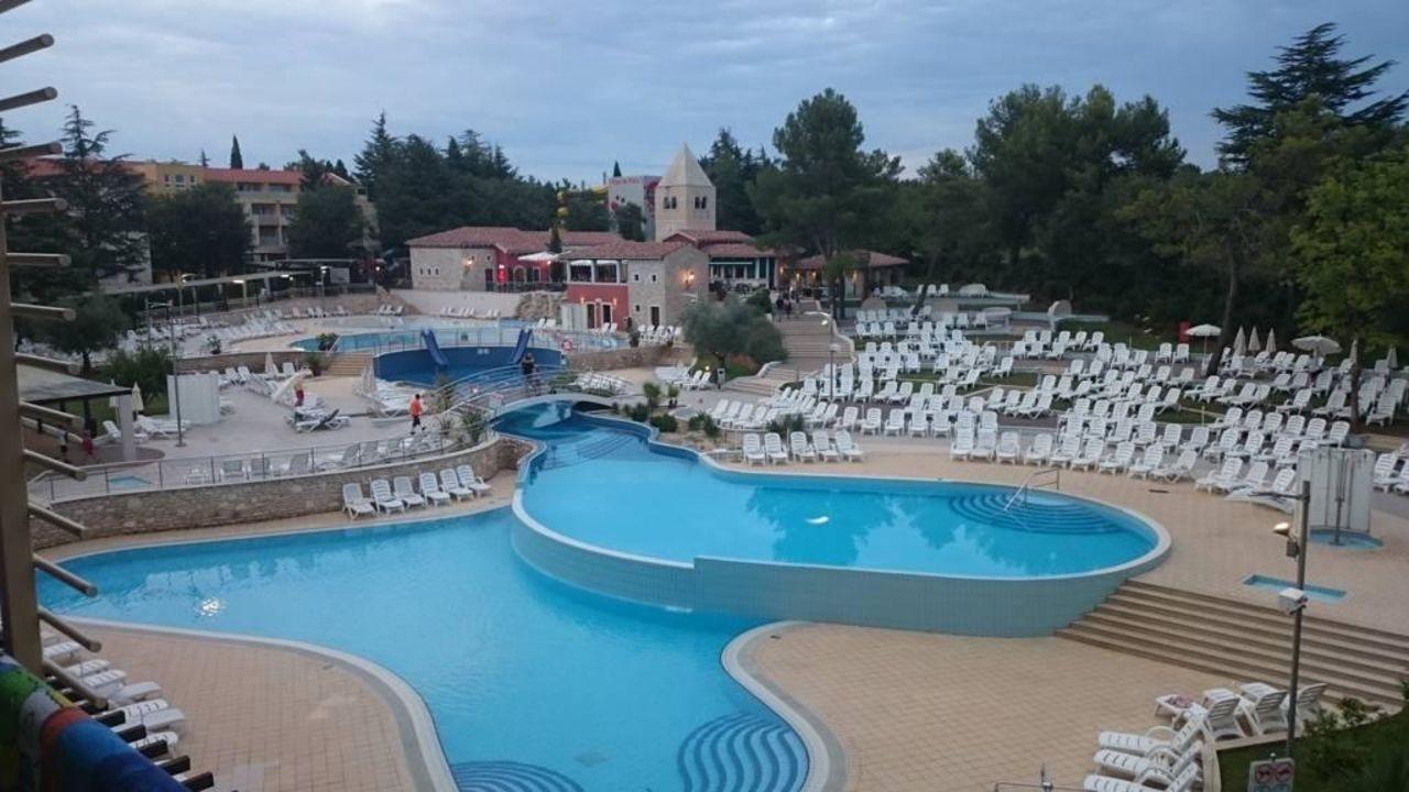 bild blick vom balkon auf pool zu hotel sol garden istra. Black Bedroom Furniture Sets. Home Design Ideas