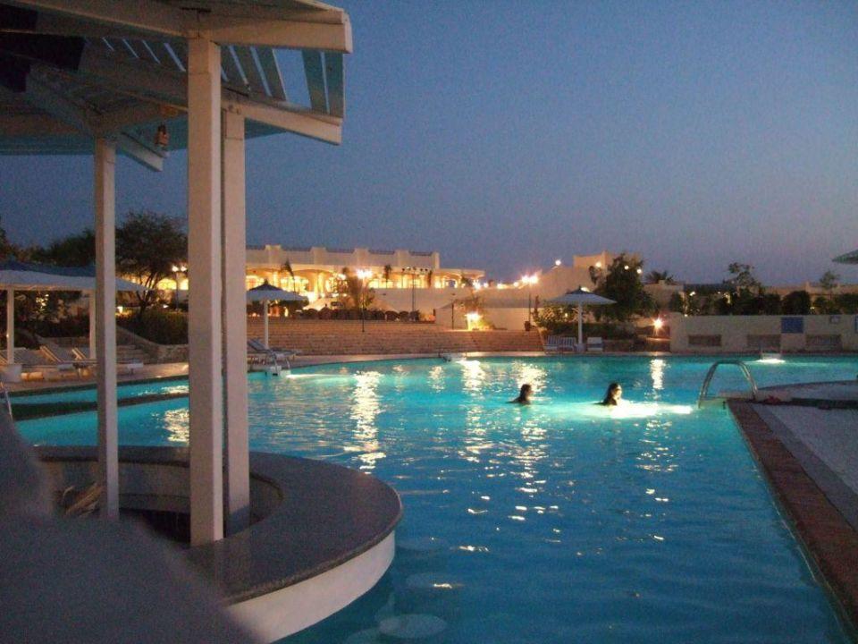 Pool abends Coral Beach Hurghada