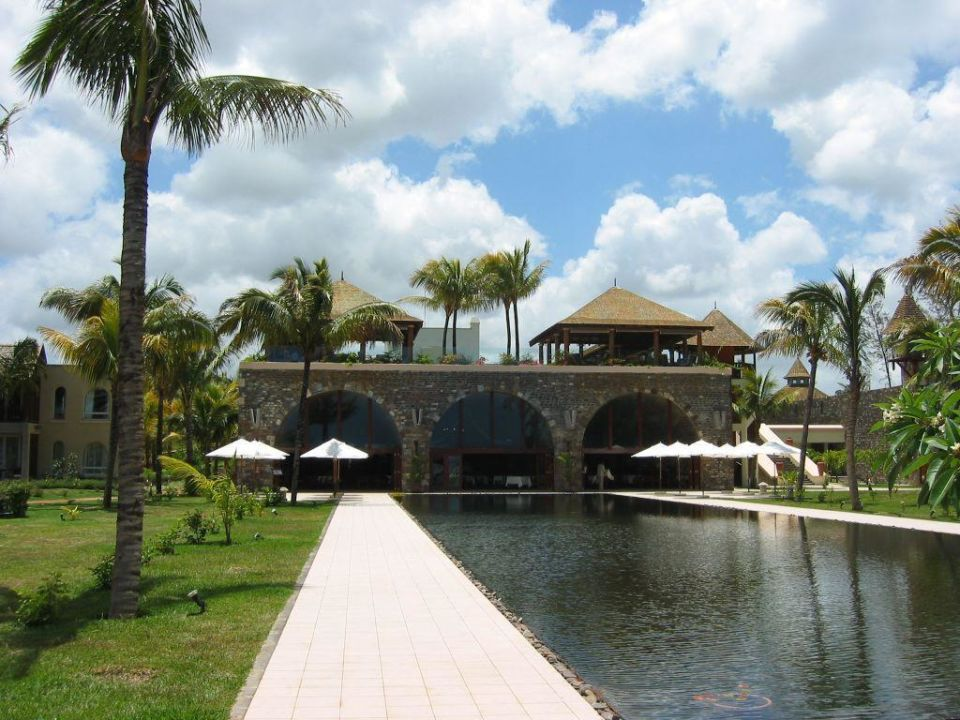 Die Sicht auf das Hauptrestaurant Outrigger Mauritius Beach Resort