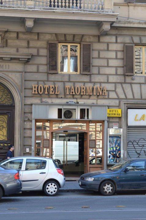 Das Hotel von Außen Hotel Taormina