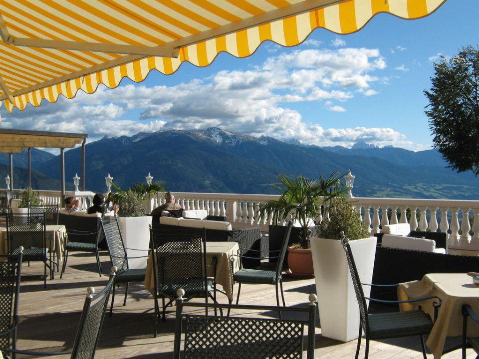 bild cafe terrasse zu parkhotel holzerhof in maranza. Black Bedroom Furniture Sets. Home Design Ideas