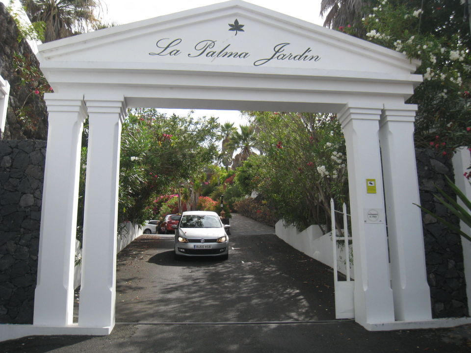 einfahrt zu la palma jardin hotel la palma jardin el paso holidaycheck la palma spanien. Black Bedroom Furniture Sets. Home Design Ideas
