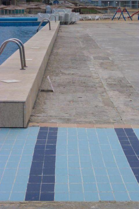 Rund um den Pool Hotel Roubin