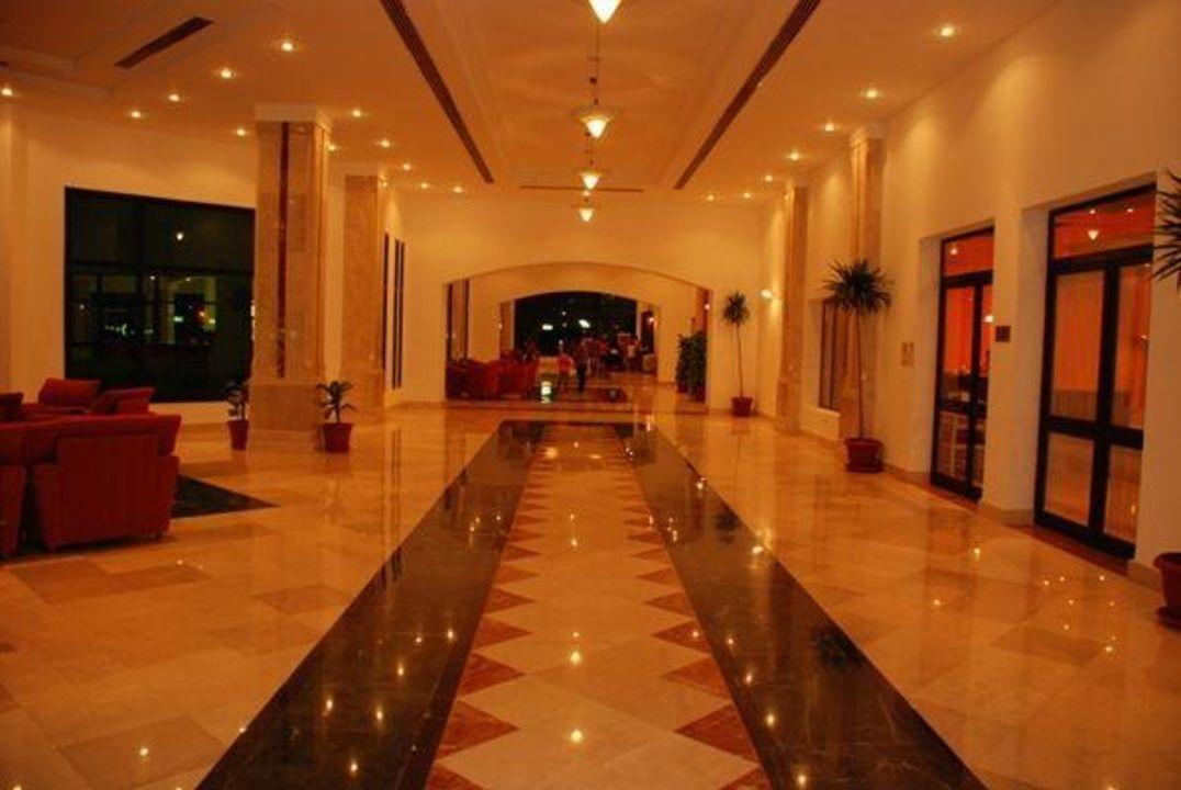 Wejście do lobby baru od strony hotelowej Fantazia Resort Marsa Alam